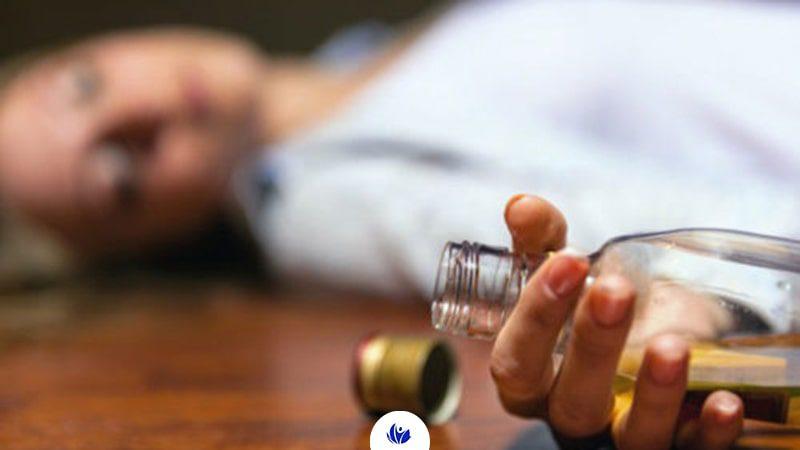 لرز و تعرق از نشانه های اعتیاد به الکل